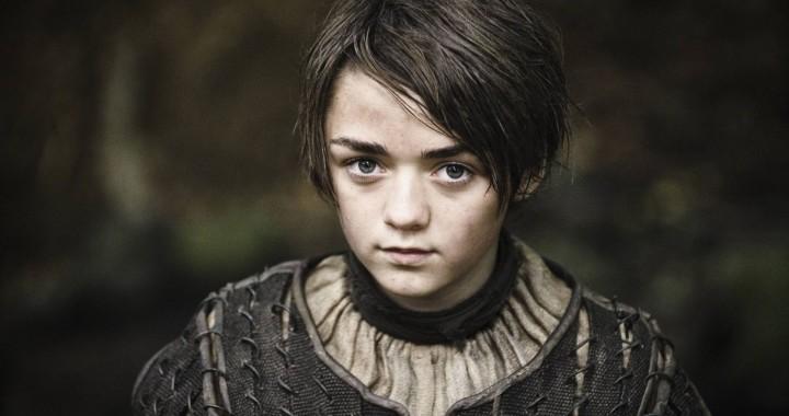 arya stark ropa niño, practica espada, casa de blanco y negro cabello corto