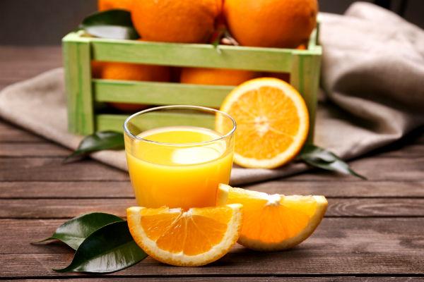 Jugo de naranja, bebida popular y deliciosa